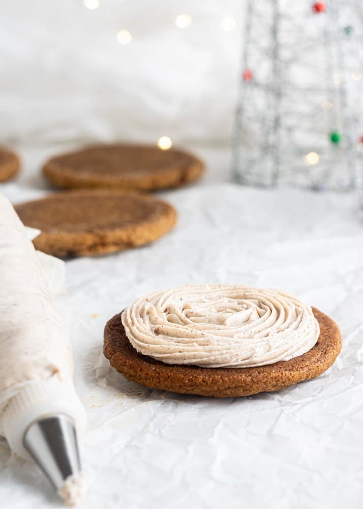 gingerbread cookie with spiced butter cream on top